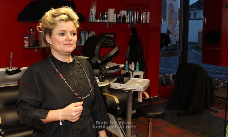 Jugee Pour Avoir Refuse Une Femme Voilee Dans Son Salon De Coiffure Plurielle