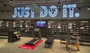best website d5679 82b4c Nicolas Vidal, Manager Général de Nike dans toute la région nord-africaine  est très content de cette nouvelle boutique mais voit déjà plus loin  «  Une ...