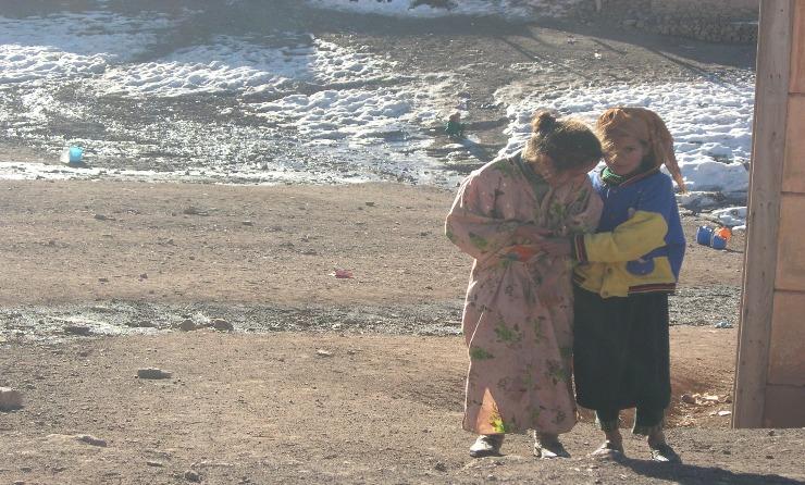 Vague de froid: La Fondation Mohammed V pour la solidarité au chevet de 3350 familles à Khénifra